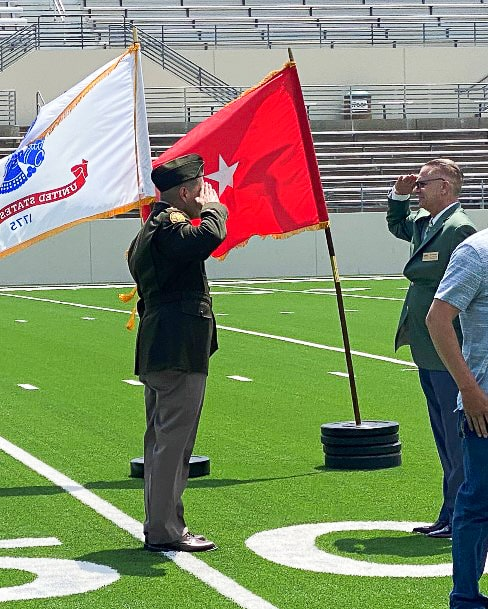 Roger Hernandez salutes Jim Davenport