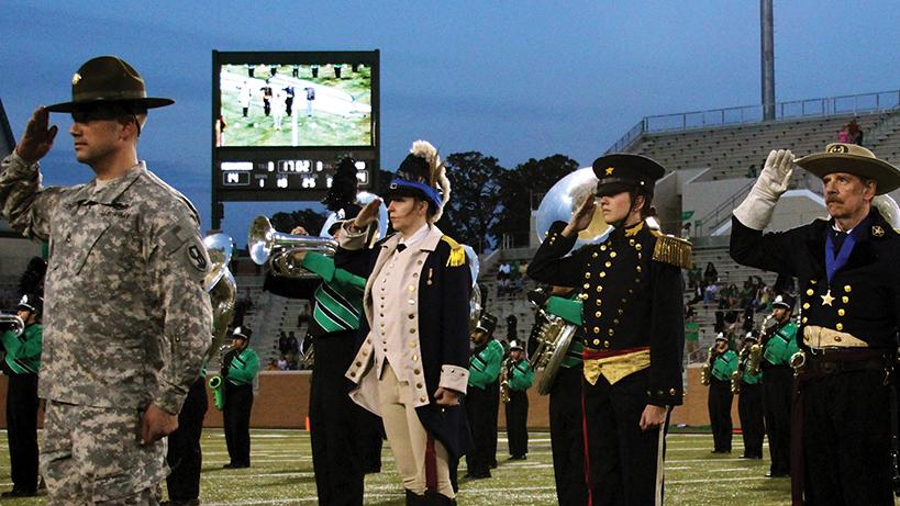 veterans salute at apogee stadium