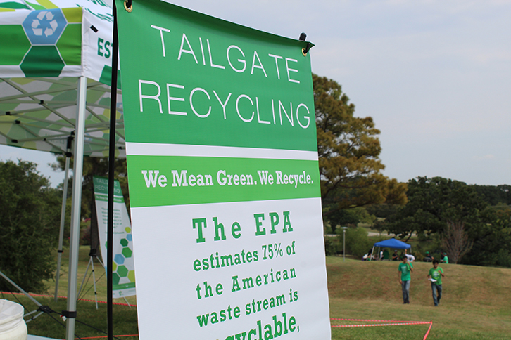 Tailgate recycling sign that says 75% of the American waste stream is recyclable